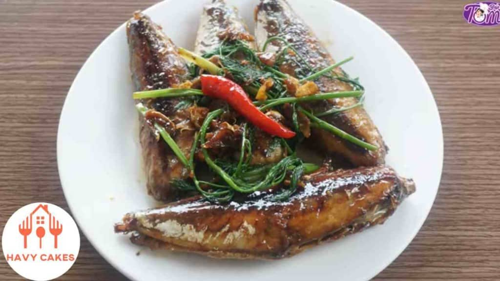 Round scad fish cooked with sauce howto: Feature