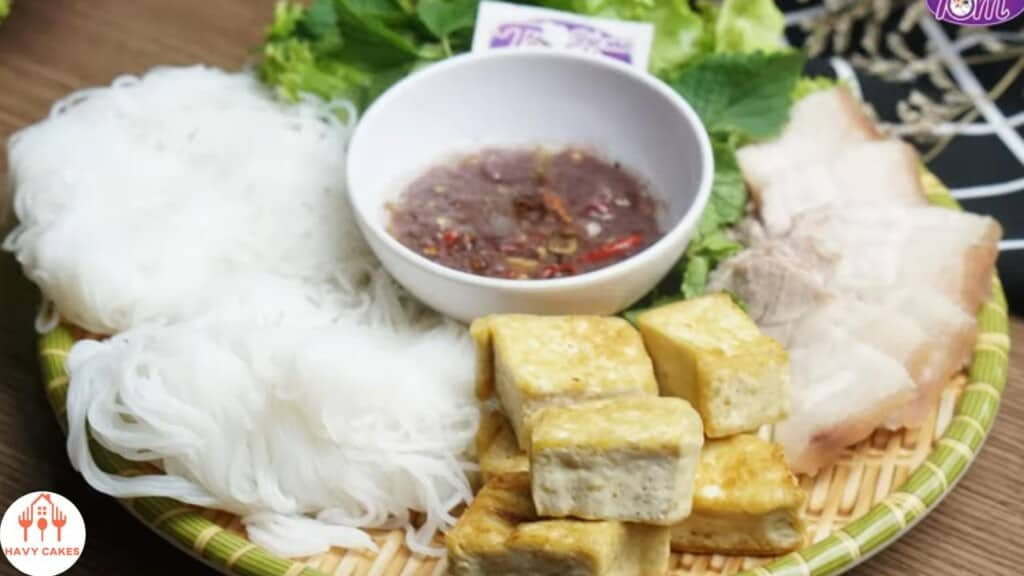 Vietnamese rice noodles with fried tofu and shrimp paste howto: Feature